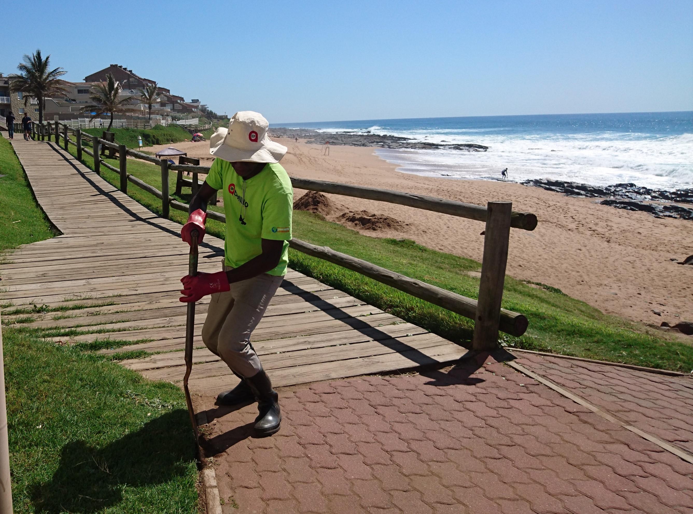 edging lawn on promenade